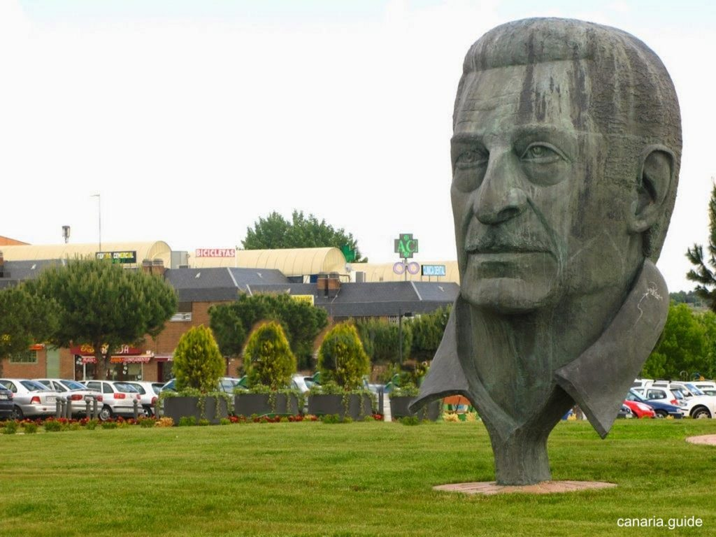 Madrid, Boadilla del Monte - monumento a Alfredo Kraus
