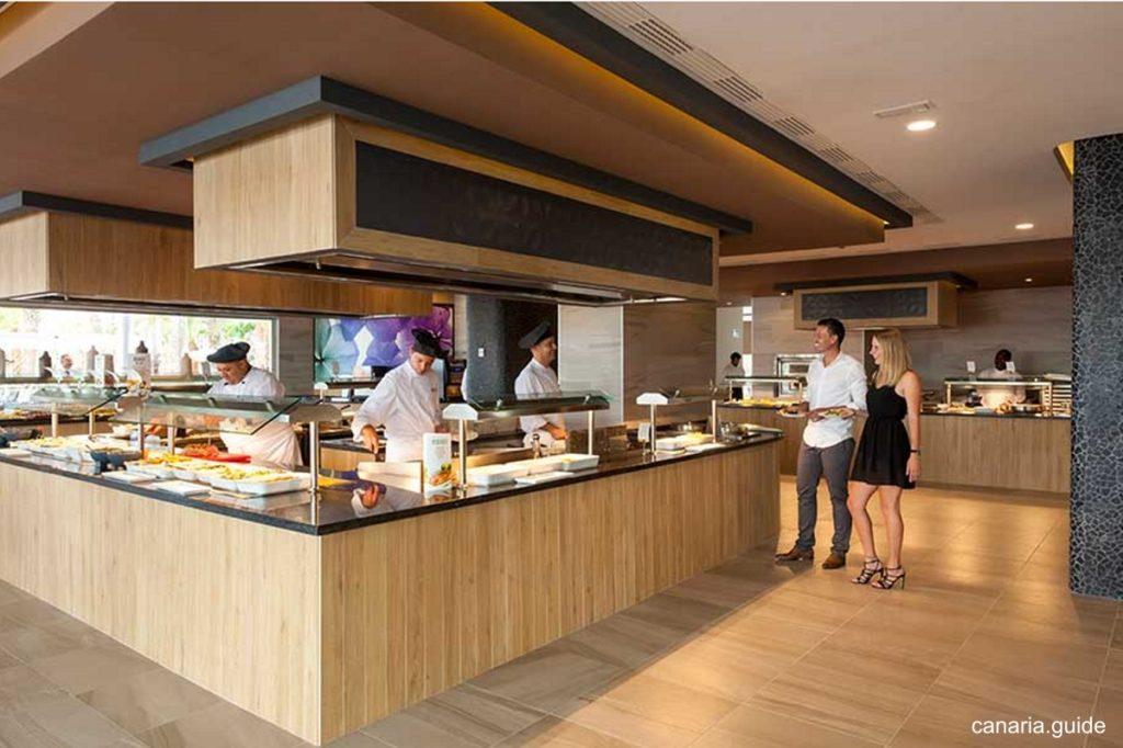 Bufetová reštaurácia je moderne a účelne zariadená.