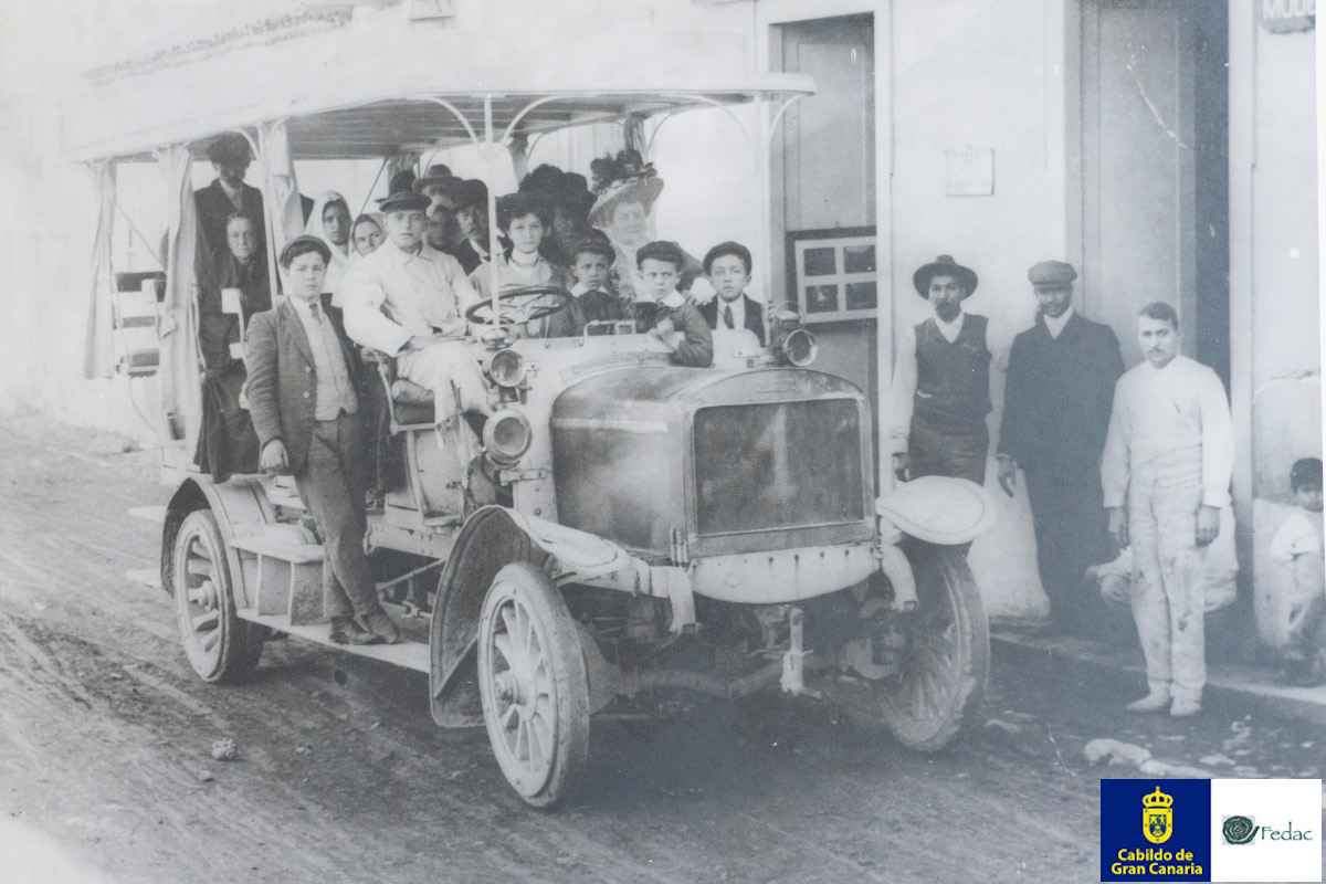 Autobusy 1900