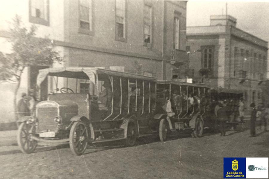 Autobusy 1915